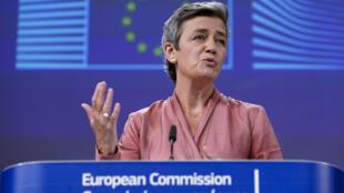 La comisaria Margrethe Vestager habla durante una rueda de prensa en la sede de la Comisión Europea, el 17 de junio de 2020 en Bruselas