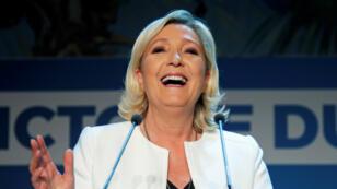 La presidenta de Agrupación Nacional, Marine Le Pen, celebra los resultados de las elecciones europeas, donde lograron el primer lugar en Francia, el 26 de mayo