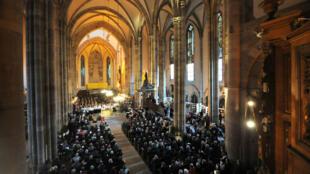 L'Église protestante unie de France a autorisé les couples hétérosexuels mariés en mairie à bénéficier d'une bénédiction au temple.