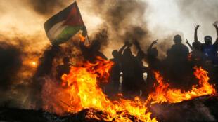 Manifestation de Palestiniens sur la plage près de la frontière maritime entre la bande de Gaza et Israël, le 22 octobre 2018.
