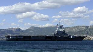 Le porte-avions Charles-de-Gaulle dans la rade de Toulon, vendredi
