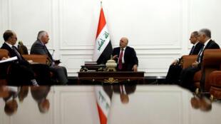 Secretaro de Estado de EE. UU. durante su encuentro con el primer ministro de Irak.