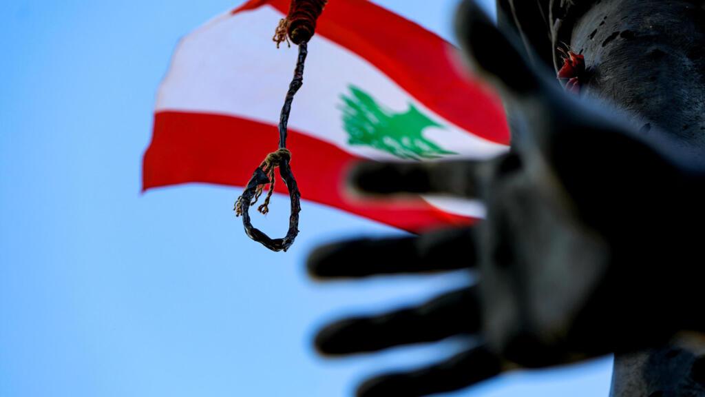 استقالات وزراء الحكومة اللبنانية تتوالى وسط إصرار الشارع الغاضب على إسقاط حكومة دياب بأكملها