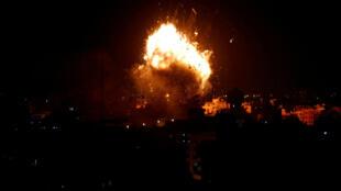 L'armée israélienne a bombardé le siège d'Al-Aqsa TV, la chaîne du mouvement islamiste Hamas, situé à Gaza, le 12 novembre 2018.