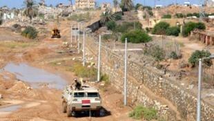 Une patrouille égyptienne circule dans le Sinaï.