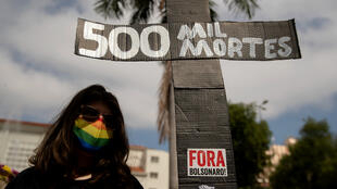 Brasil500milmuertosBolsonaro (1)