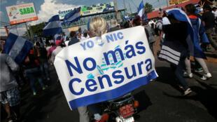 Los enfrentamientos entre estudiantes y la Policía de Nicaragua no han cesado en la capital. En seis días de protestas en contra del Gobierno, se contabilizan decenas de fallecidos y centenares de heridos. Abril 23 de 2018.