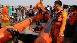 فرقة إنقاذ تشارك في البحث عن الطائرة المنكوبة في إندونيسيا، 29 أكتوبر/تشرين الأول 2018