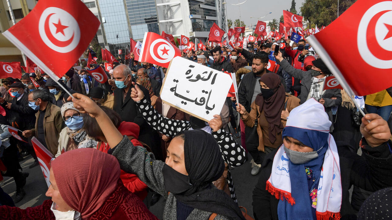 Thousands rally in Tunisia to support moderate Islamist party's push for govt reshuffle