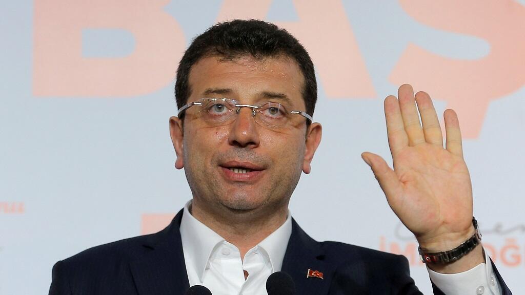 Ekrem Imamoglu, principal candidato de la oposición del Partido Popular Republicano (CHP) para alcalde de Estambul, habla durante una conferencia de prensa en Estambul, Turquía, el primero de abril de 2019.