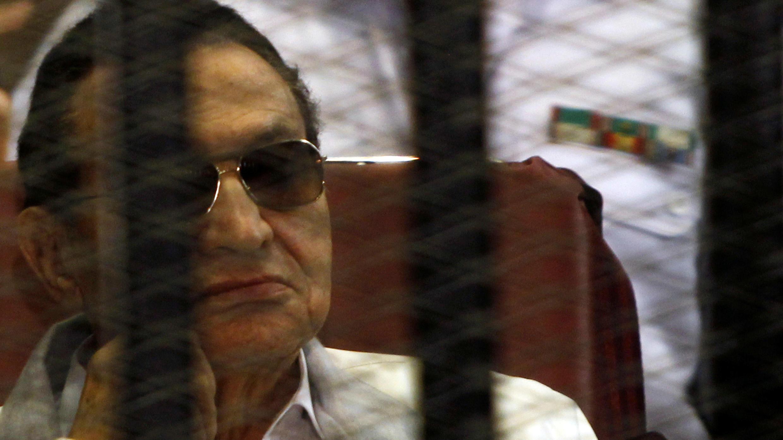 Hosni Mubarak fue juzgado por la muerte de manifestantes durante la Primavera Árabe en Egipto y múltiples cargos de corrupción. El Cairo, Egipto, 8 de junio de 2013.
