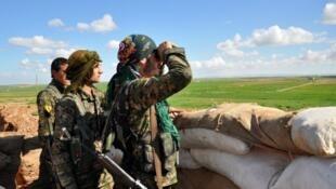 """أطلقت قوات سوريا الديمقراطية عملية لطرد تنظيم """"الدولة الإسلامية"""" من شمال محافظة الرقة بدعم من التحالف الدولي"""