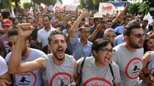 Plus d'un millier de personnes ont manifesté le 16 septembre à Tunis contre une loi d'amnistie.