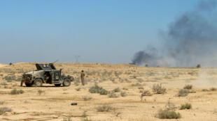 Un soldat irakien près d'une zone reprise à l'EI en avril 2016 dans la province d'Anbar.