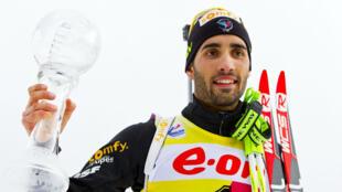 Martin Fourcade, comme lors des 3 années précédentes, a remporté samedi le globe de cristal en biathlon.