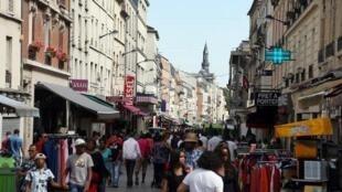 Rue piétonne, ville de Saint-denis dans le 93