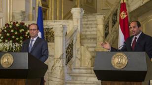 Le président français François Hollande et son homologue égyptien Abdel Fattah al-Sissi se sont entretenus au Caire, le 17 avril 2016.