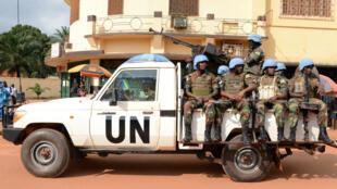 Des soldats du contingent rwandais patrouillent dans la capitale centrafricaine le 9 décembre 2014.
