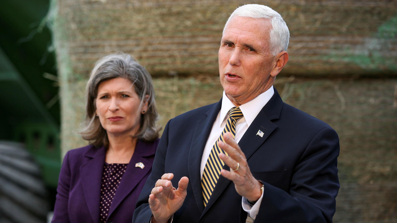 El vicepresidente Mike Pence responde a preguntas sobre el caso que podría llevar a Trump a juicio político en Waukee, Iowa, EE. UU., el 9 de octubre de 2019.