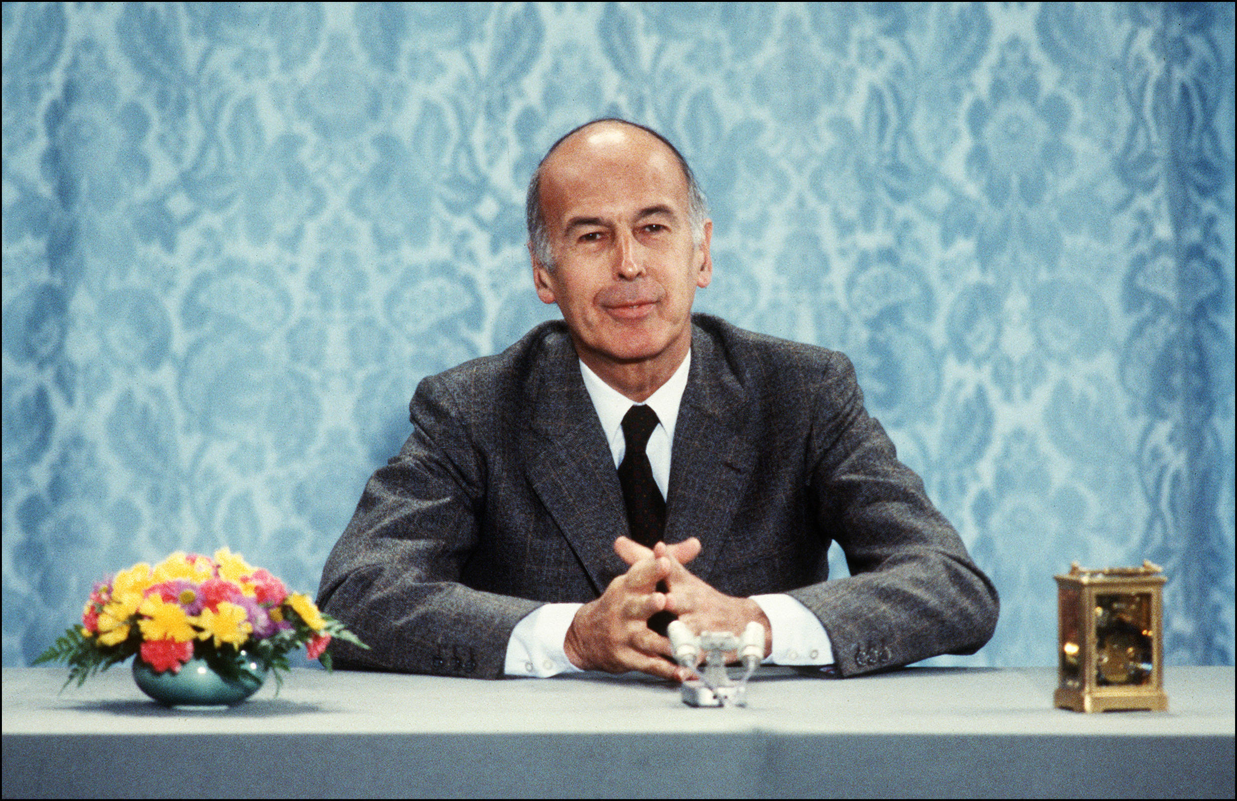 Valéry Giscard d'Estaing answers journalists' questions at a news conference on June 26, 1980, at the Élysée Palace in Paris, France.