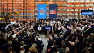 بوريس جونسون يتحدث أمام عمال أحد المصانع في بريطانيا ضمن حملته الانتخابية. 10/12/2019