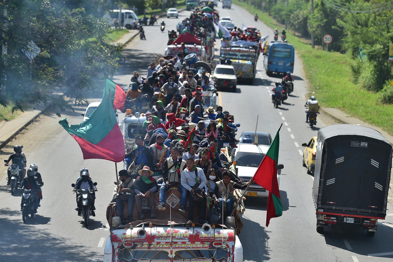 Los indígenas colombianos se dirigen a Cali en el suroeste con la esperanza de reunirse con el presidente Iván Duque para exigir acciones concretas para poner fin a la violencia.