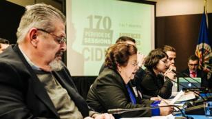 La sociedad civil nicaragüense expresa sus denuncias ante los representantes de la CIDH en Washington D. C. el 6 de diciembre de 2018.