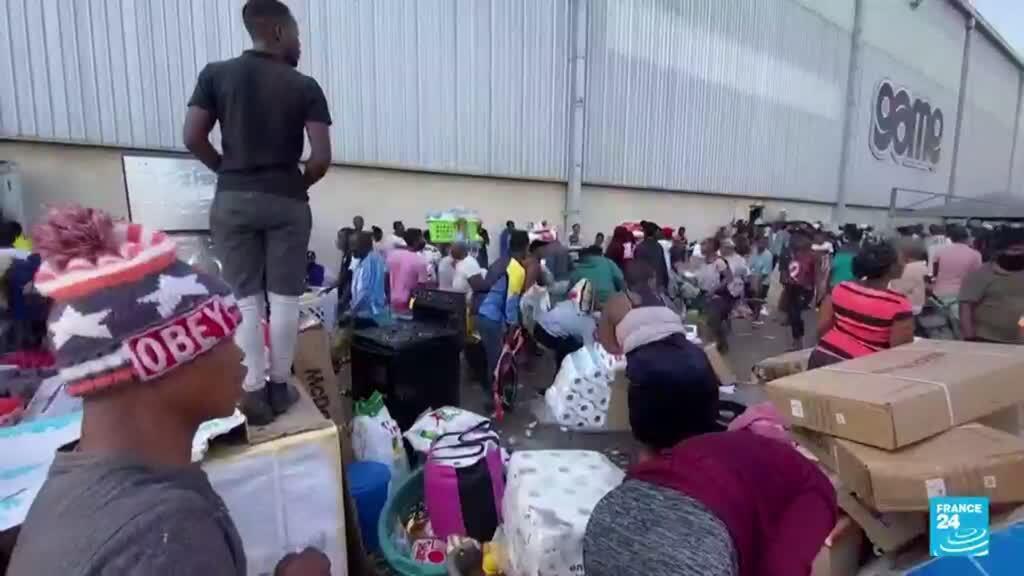 2021-07-13 14:35 Los disturbios y los saqueos masivos que siguen asolando las calles de Sudáfrica
