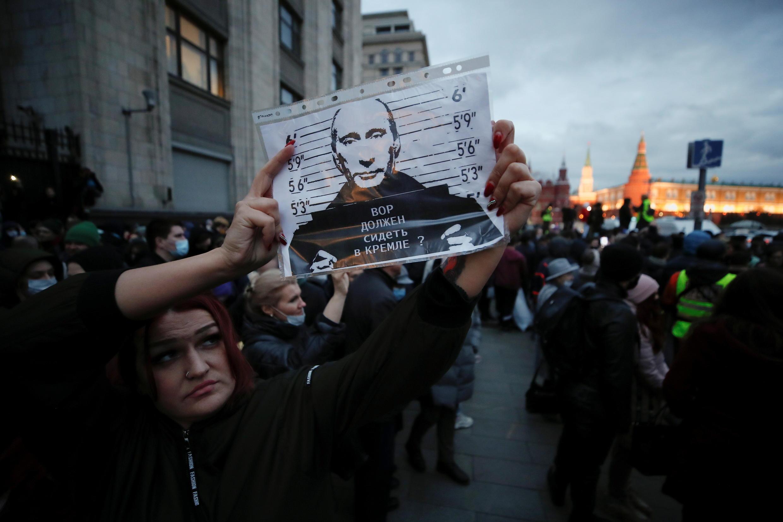 2021-04-21T181826Z_1458665264_RC2I0N9FT6N5_RTRMADP_3_RUSSIA-POLITICS-NAVALNY-PROTESTS