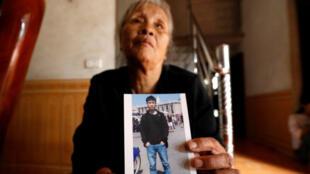 Anna Tran Thi Giao redoute que son petit-fils, le Vietnamien Joseph Nguyen Dinh Luong, fasse partie des 39victimes retrouvées à bord d'un camion frigorifique, le 25octobre2019, près de Londres.