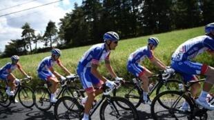 L'équipe cycliste Groupama-FDJ lors de la 9e étape du Tour de France entre Saint-Etienne et Brioude, le 14 juillet 2019