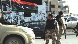 عنصران من القوات التابعة لحكومة الوفاق الوطني في ليبيا
