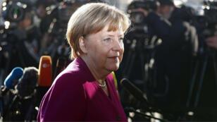 La canciller alemana, Angela Merkel, llega a las conversaciones de coalición en la sede de la Unión Demócrata Cristiana (CDU) en Berlín, Alemania, el 6 de febrero de 2018.