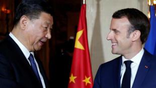 El presidente francés Emmanuel Macron con su homólogo chino, Xi Jinping, en Niza, Francia, el 24 de marzo de 2019.