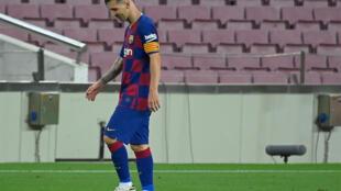 La star du Barça Lionel Messi déçu à la fin du match nul à domicile contre l'Atlético de Madrid, le 30 juin 2020 au Camp Nou