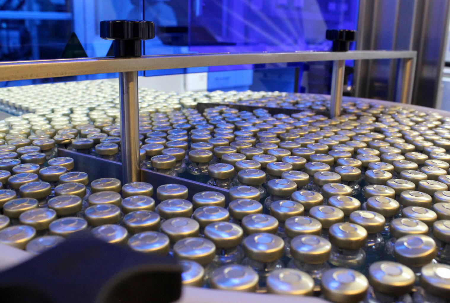 Muestras del suero equino reposan en uno de los laboratorios del ICP.