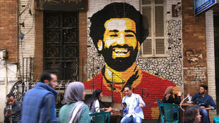 صورة محمد صلاح على جدران المباني في مصر