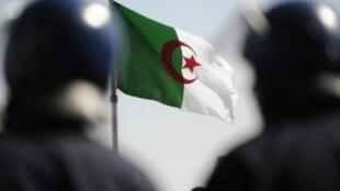 رجلا شرطة جزائريان