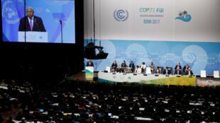 El primer ministro de Fiji y Presidente de COP23  Frank Bainimarama, da la bienvenida a los asistentes