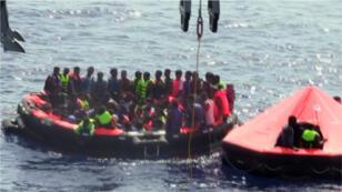 Opération de sauvetage de migrants par l'armée irlandaise le 5 août.