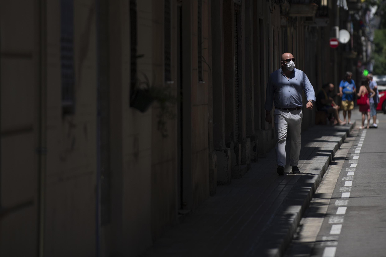 España ha optado por los cierres locales y llamar a la población a    quedarse en casa ante los rebrotes sin imponer confinamientos obligatorios.