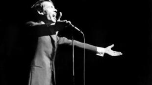 Jacques Brel en concert lors de son dernier concert à l'Olympia à Paris le 7 octobre 1966