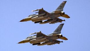 صورة التقطت في 14 حزيران/يونيو 2021 لطائرتي أف-16 أميركيتين تستعدان للهبوط في قاعدة بن جرير على بعد حوالي خمسين كيلومترا شمال مراكش خلال مناورات عسكرية مع القوات المغربية