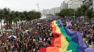 LGBTQ y amigos participan el Desfile del Orgullo Gay en la playa de Copacabana en Río de Janeiro, Brasil, 30 de septiembre de 2018