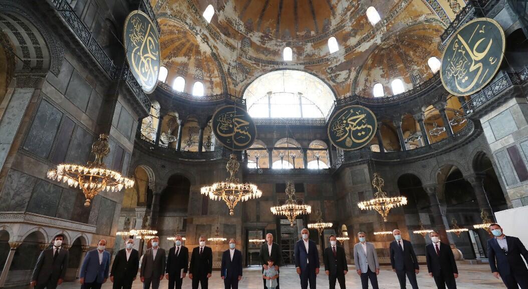 El presidente Recep Tayyip Erdogan visita la histórica Santa Sofía, por primera vez desde que ordenó reconvertirla en mezquita. En Estambul, Turquía, el 19 de julio de 2020.