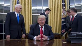 Le président américain Donald Trump dans le Bureau ovale de la Maison Blanche, le 20 janvier 2017.
