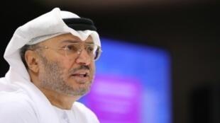 وزير الدولة الإماراتي للشؤون الخارجية أنور قرقاش خلال مؤتمره الصحافي في دبي