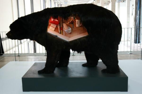 """""""Dans la peau de l'ours"""", 2014."""