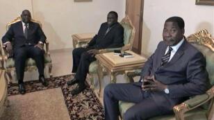 Le président sénégalais Macky Sall (à gauche), Michel Kafando, le président du régime de transition du Burkina Faso, et le président béninois Thomas Boni Yayi à Ouagadougou le 19 septembre 2015.