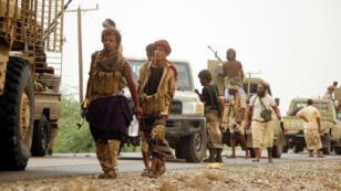 Tropas de las fuerzas progubernamentales se movilizan hacia la ciudad portuaria occidental de Al Hudeida para retomar el control de la ciudad. Junio 15 de 2018.